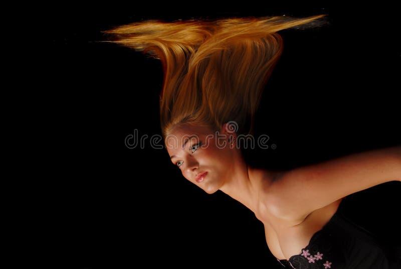 w dół blondynką dziewczyny się jej włosy fotografia stock
