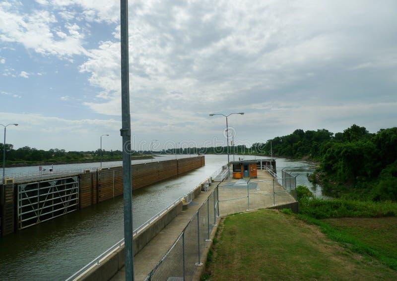 W d Mayo Lock e represa no Arkansas River fotos de stock