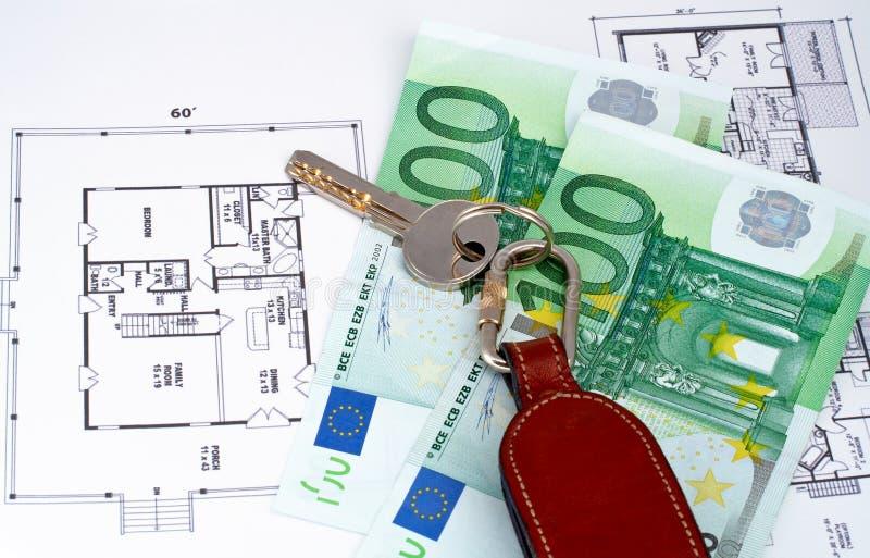 w domu kluczową pieniądze plan zdjęcie royalty free