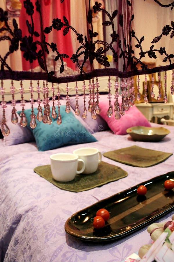 w domu luksusowych wewnątrz sypialni zdjęcie stock