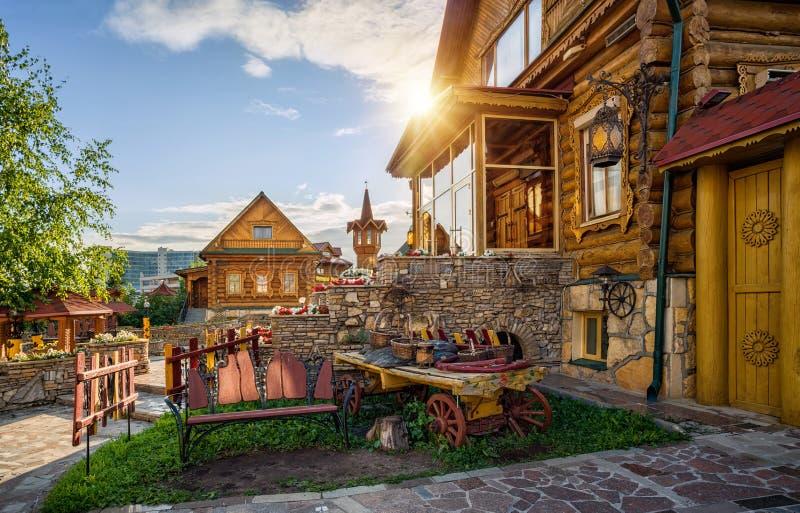 Download W Drewnianej Rodzimej Wiosce Zdjęcie Stock - Obraz złożonej z niacy, cityscape: 57674540
