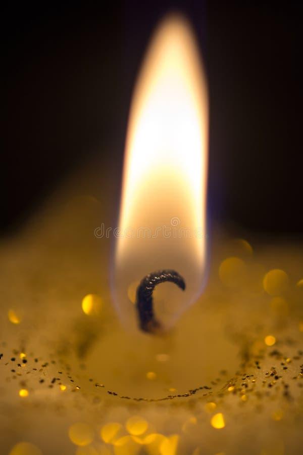 W górę płonącej świeczki obrazy stock
