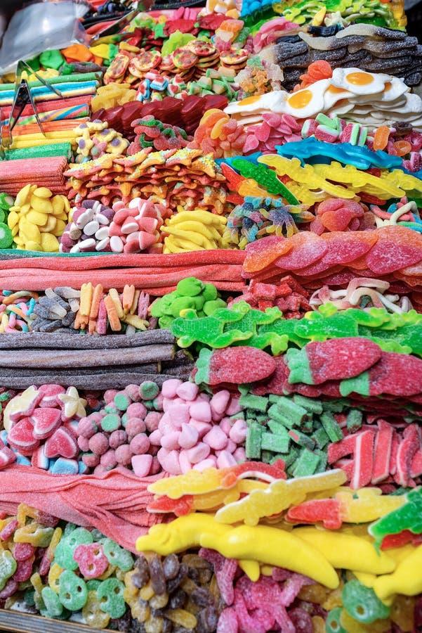 W górę stojaka słodcy gumowaci cukierki fotografia royalty free