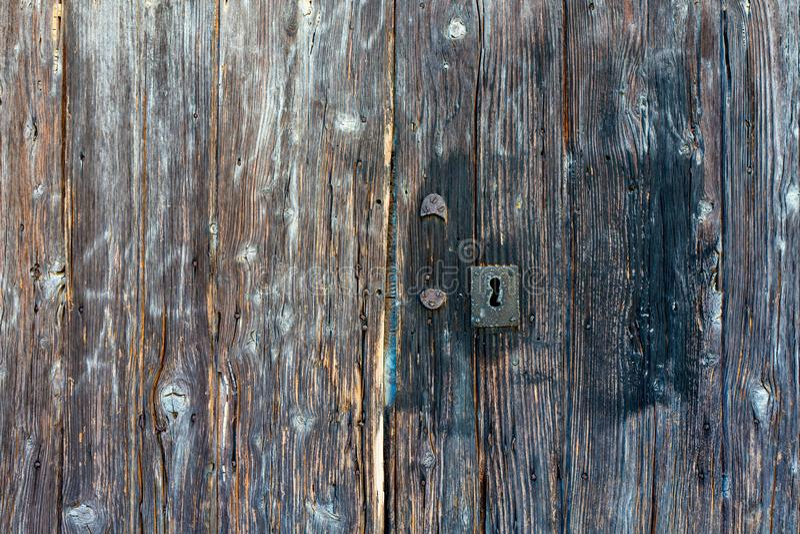 W górę bardzo starego grungy drewnianego wietrzejącego drzwi zdjęcie stock