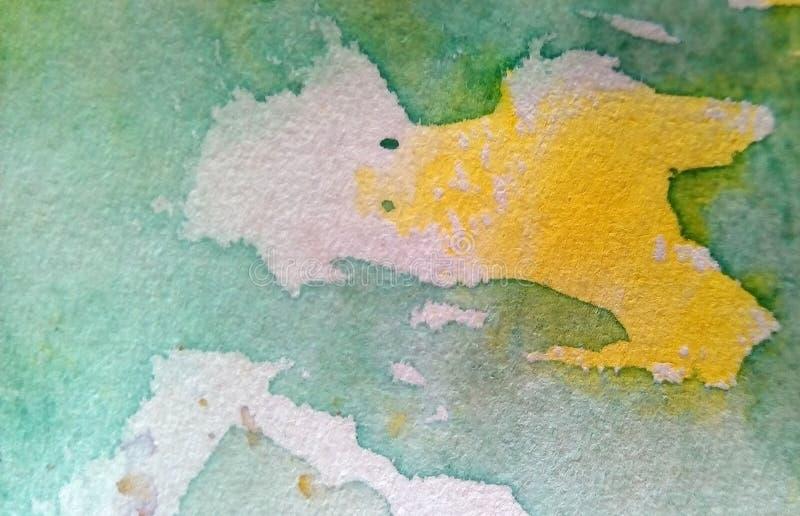 W górę barwić akwareli plam na papierze Kolor żółty, zieleń, błękit, brąz zaplamia, kapinosy, krople obrazy royalty free