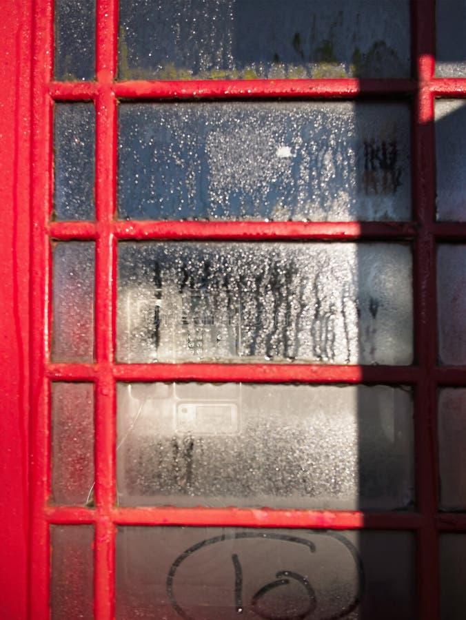 W górę Brytyjskiego czerwonego telefonicznego pudełka w Londyn fotografia royalty free