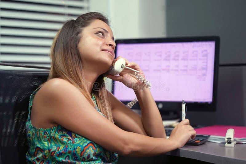 W górę centrum telefoniczne pracownika zdjęcia stock