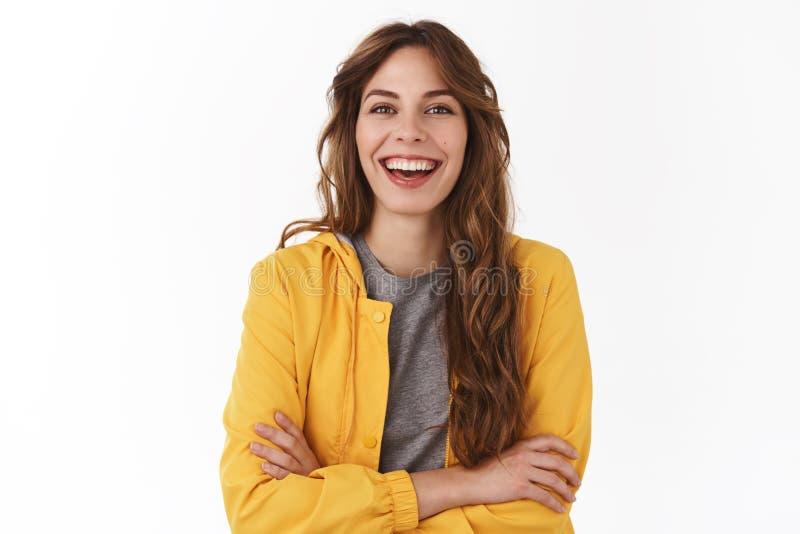 W górę charyzmatycznego szczęśliwego beztroskiego atrakcyjnego eleganckiego nowożytnego żeńskiego kierownika śmia się joyfully on zdjęcie stock