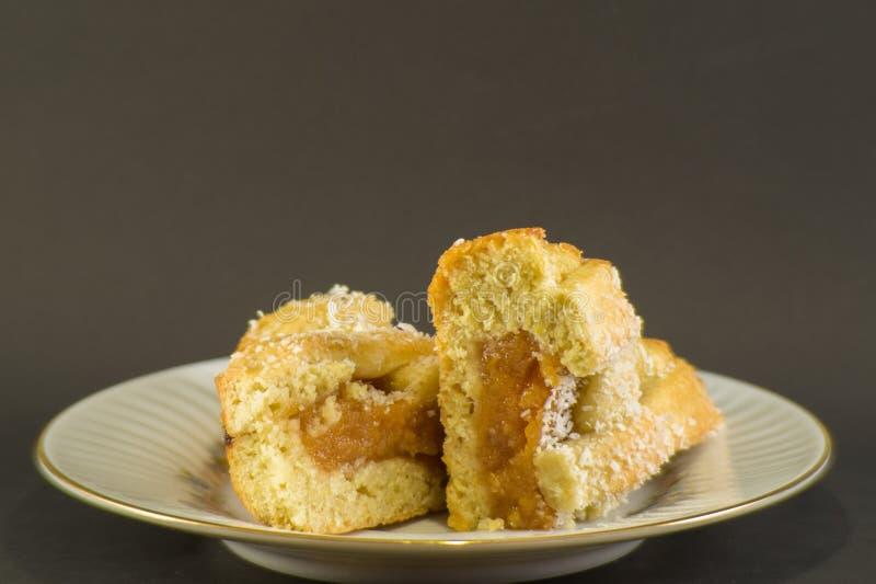 w górę domowej roboty cukierki torta faszerującego z pigwy galaretą zdjęcie stock