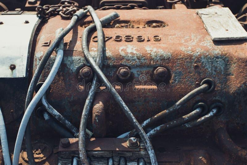 W górę fotografii machinalni składniki stara ośniedziała parowa lokomotywa zdjęcie royalty free