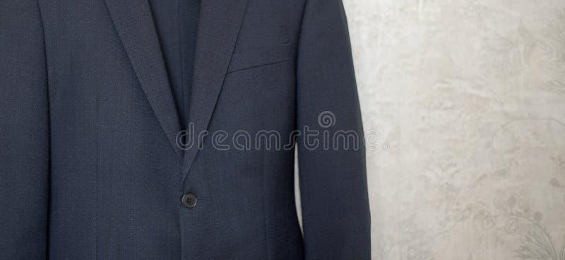 W górę guzika na błękitnej biznesowej kurtce obrazy stock