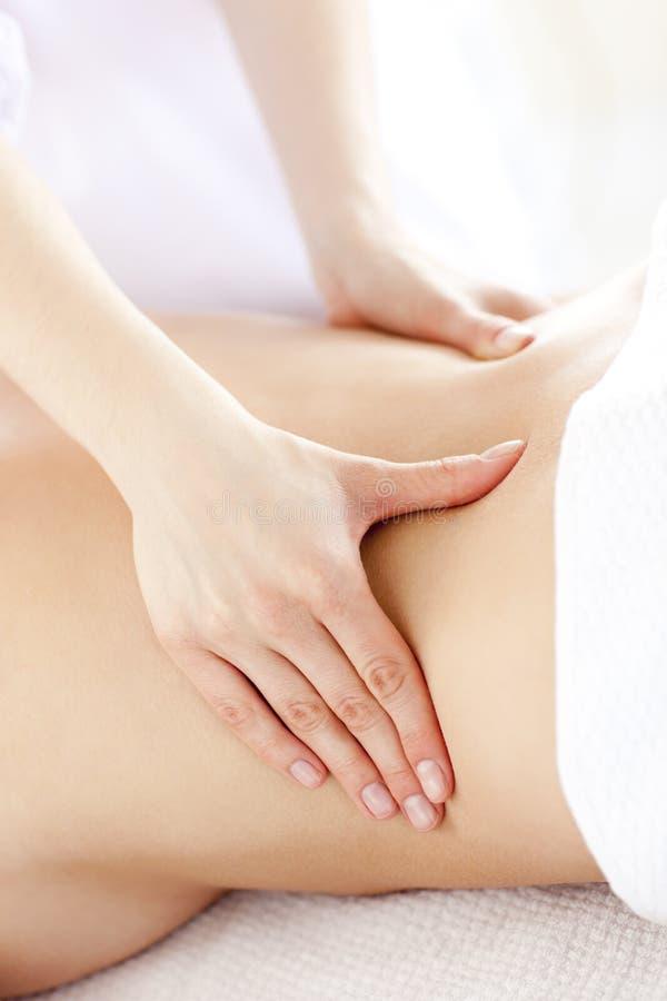 w górę kobiet potomstw masażu tylny zamknięty dostawanie zdjęcia royalty free