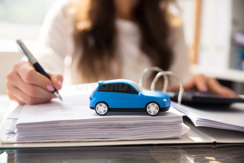 W górę Małego Błękitnego samochodu obrazy royalty free