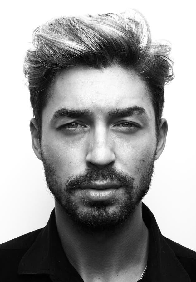 w górę potomstw mężczyzna zamknięty portret czarny white zdjęcie royalty free