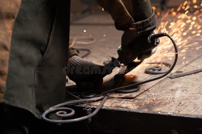 W górę - ręk Blacksmith spawki elementy Ich Fałszujący produkt zdjęcia royalty free