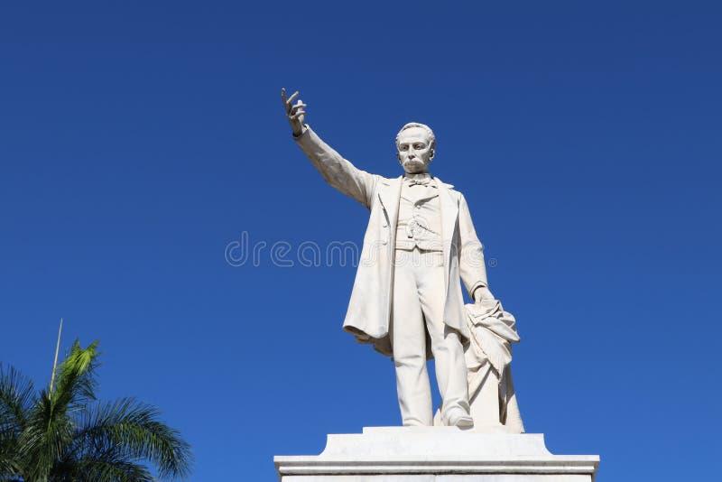 W górę statuy Jose Marti w Jose Marti kwadracie w Cienfuegos, Kuba obraz stock