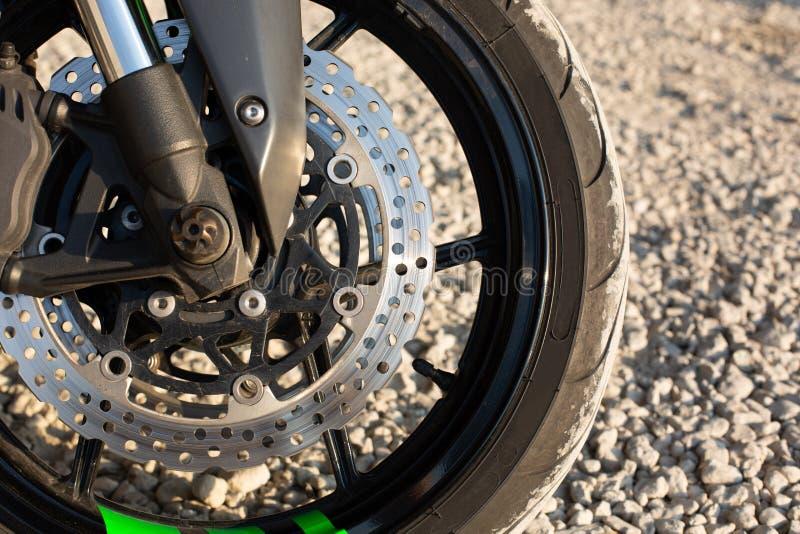 W górę widoku na reflektorze i handlebars luksusowy motocykl obraz royalty free
