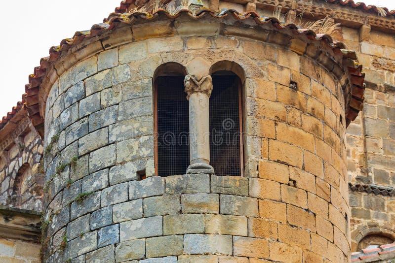 W górę wierza Uczelniany kościół Santillana Del Mącący Cantabria, Hiszpania - fotografia royalty free