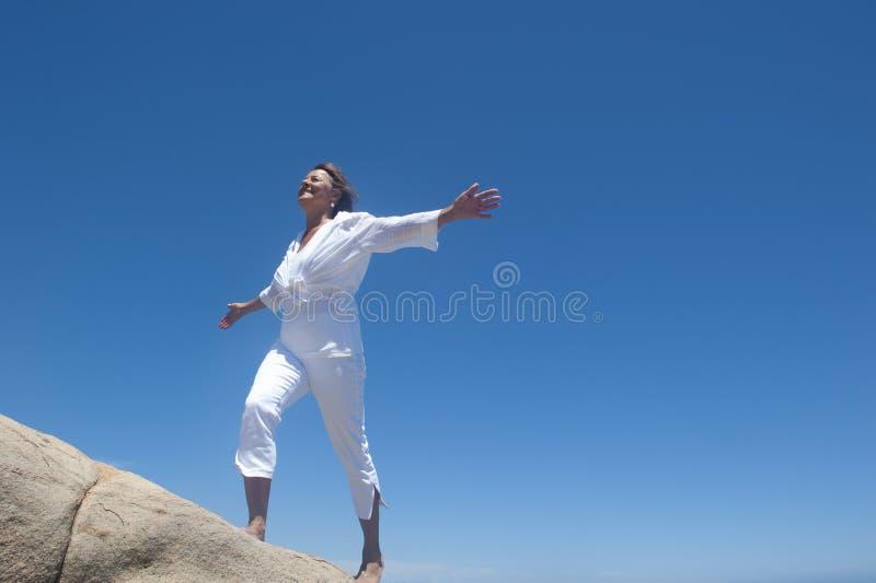 W górę wzgórza kobiety odprowadzenie zdjęcia royalty free