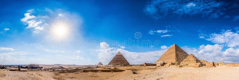 W Giza wielcy ostrosłupy, Egipt obrazy royalty free