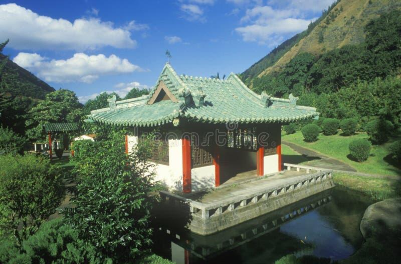 W Iao stanu Igielnym parku tam jest świątynia Japońscy osadnicy na wyspie Maui Hawaje obrazy stock