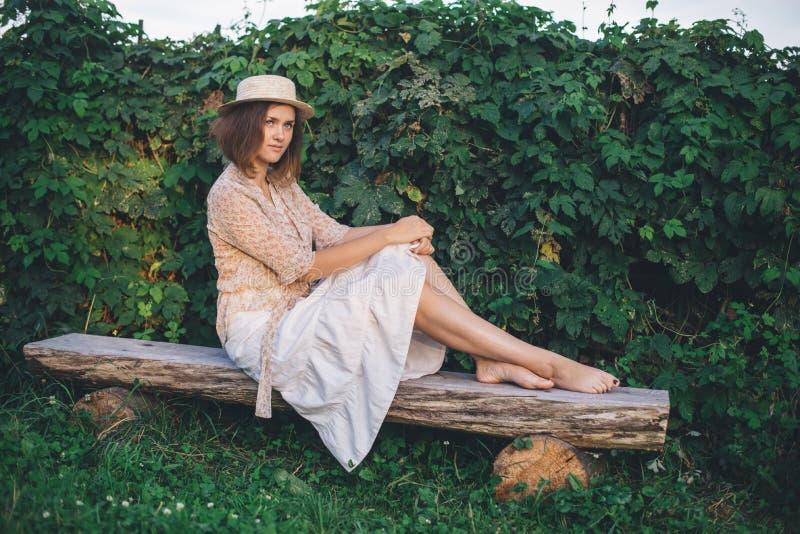 W kapeluszu dziewczyna obraz royalty free