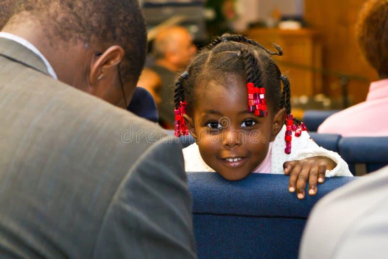 W kościół kenijska Amerykańska dziewczyna zdjęcie royalty free