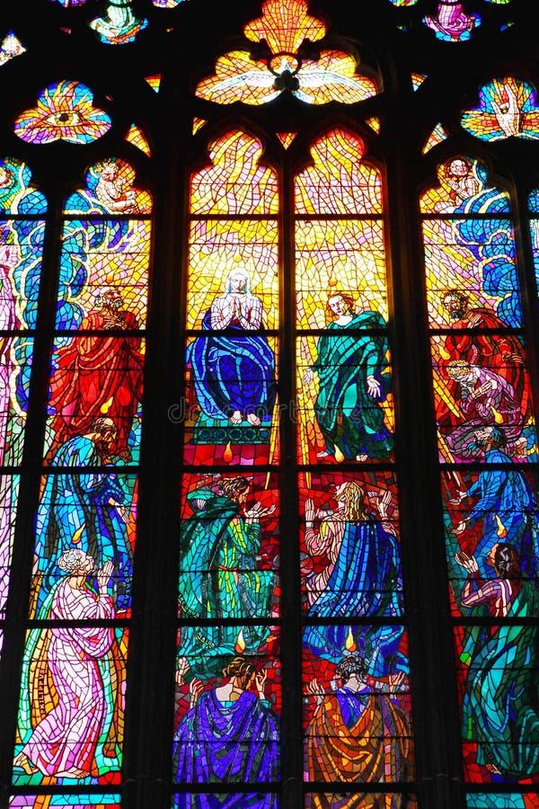 W kościół kolorowy okno fotografia stock