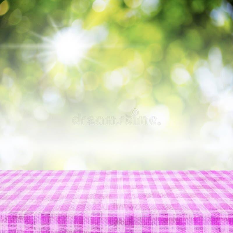 W kratkę tablecloth tekstury odgórny widok na abstrakt zieleni backgrou fotografia stock