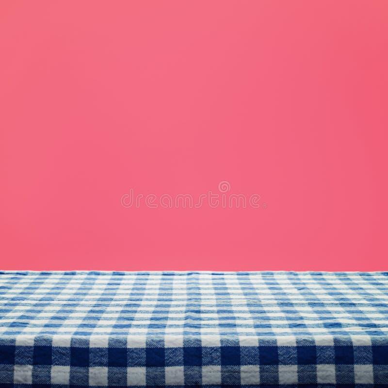 W kratkę tablecloth tekstury odgórny widok na koloru tle obraz stock