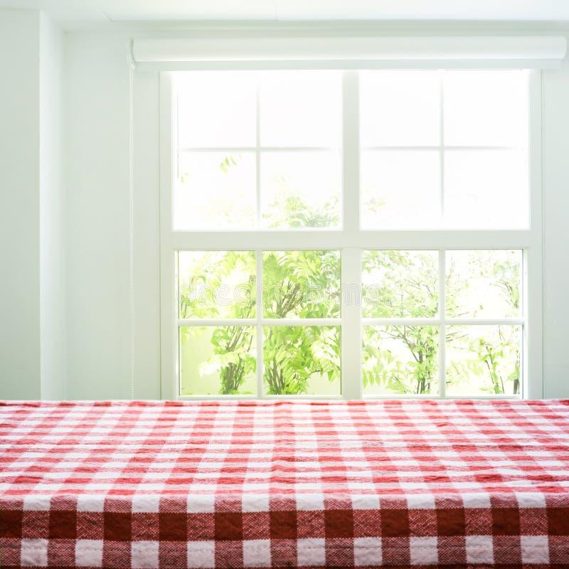 W kratkę tablecloth tekstury odgórny widok na plama widoku nadokiennym ogródzie zdjęcie stock