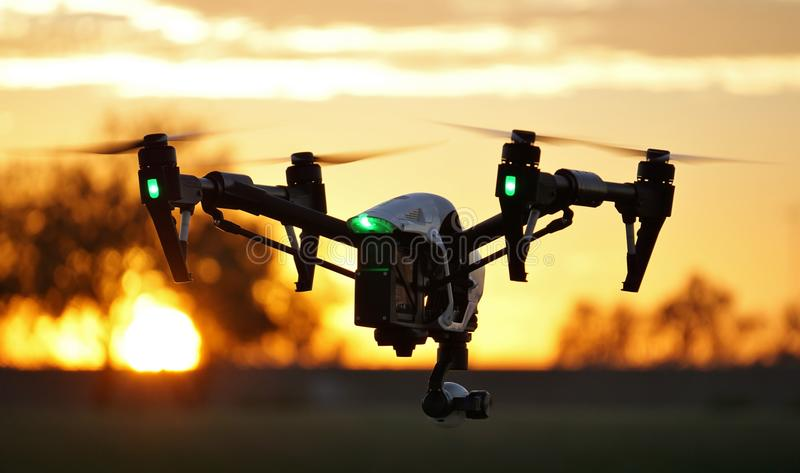 W locie - Zaawansowany Technicznie kamera truteń (UAV)