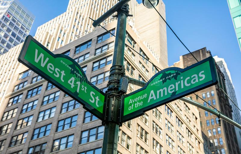 W41, Manhattan New York downtown. Green color street signs, Bryant park. USA, New York. May 6, 2019. West 41, Avenue of the Americas street signs, Manhattan stock images