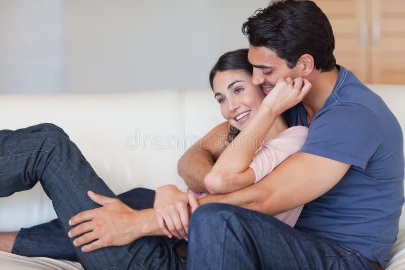 W miłości dobiera się cuddling each inny zdjęcie stock