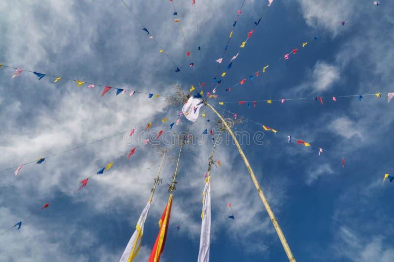 W Nepal buddyjskie modlitewne flaga zdjęcia stock