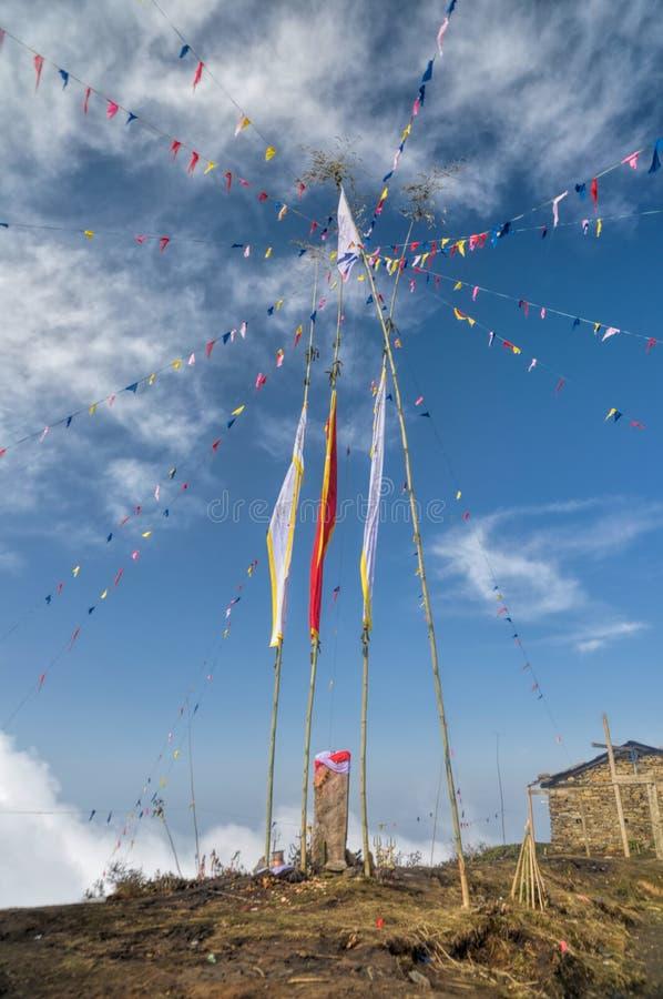 W Nepal buddyjskie modlitewne flaga obraz royalty free