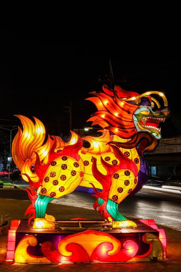 W nighttime smoka chiński lampion zdjęcia royalty free