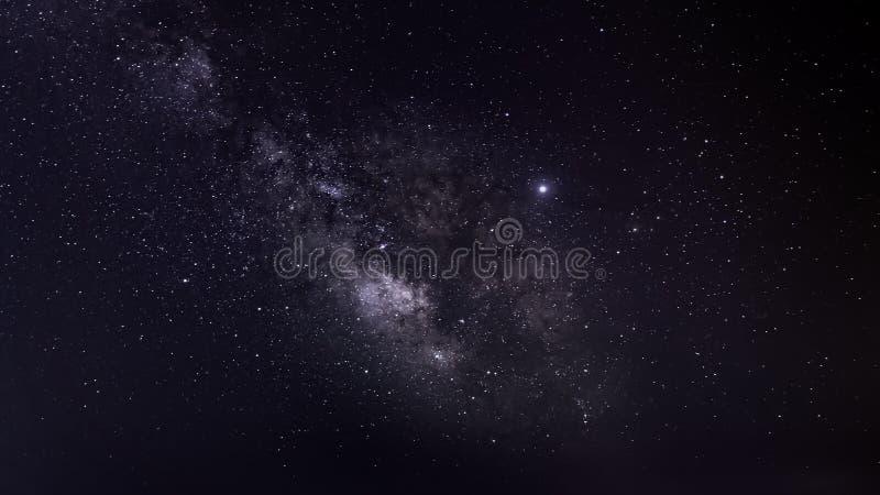 W nocnym niebie nocne niebo Spos?b zdjęcie royalty free