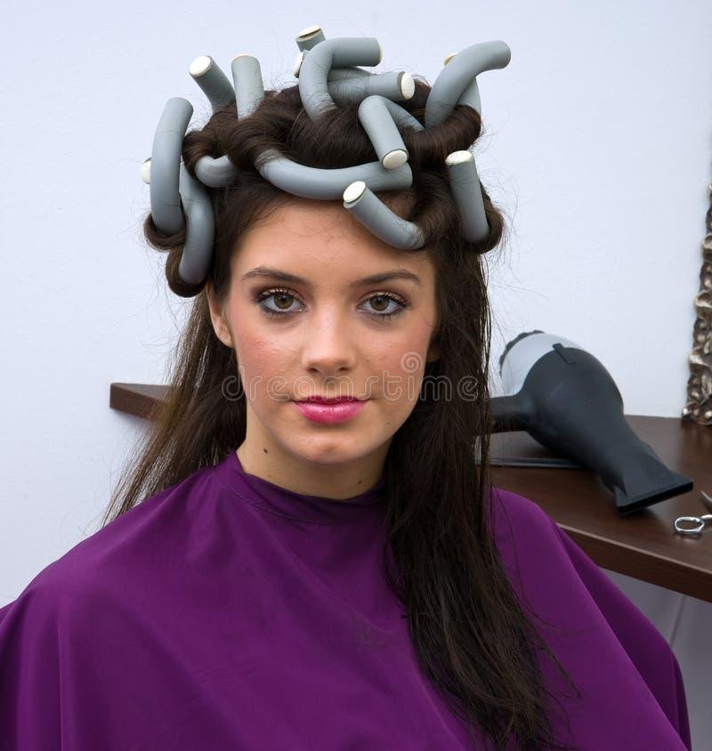 Download Włosianego salonu kobieta zdjęcie stock. Obraz złożonej z szczęśliwy - 13336444
