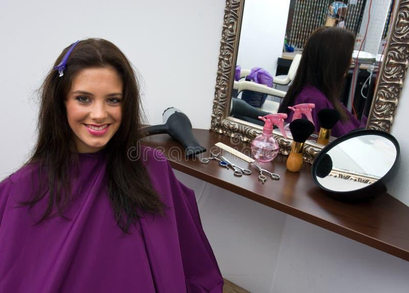 Download Włosianego salonu kobieta zdjęcie stock. Obraz złożonej z curler - 13336500