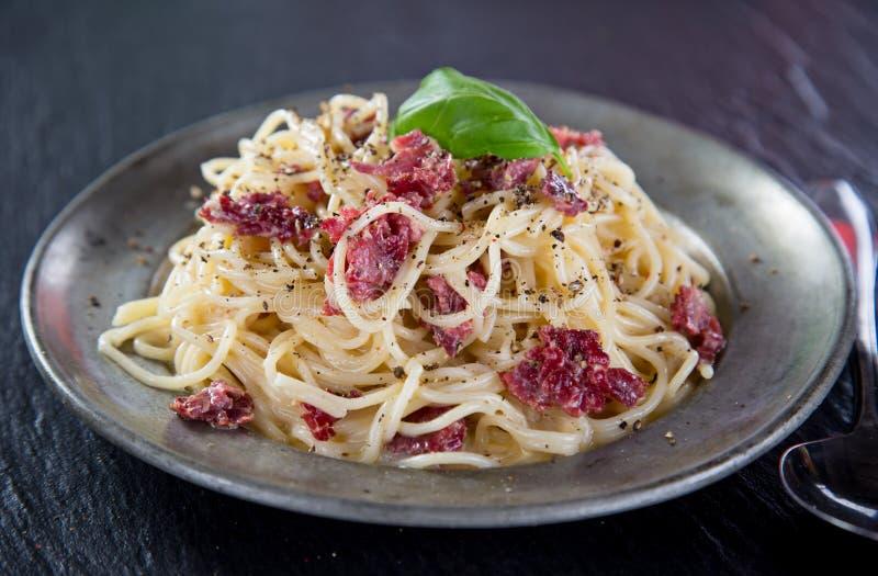 Download Włoski makaronu carbonara obraz stock. Obraz złożonej z mięso - 57652773