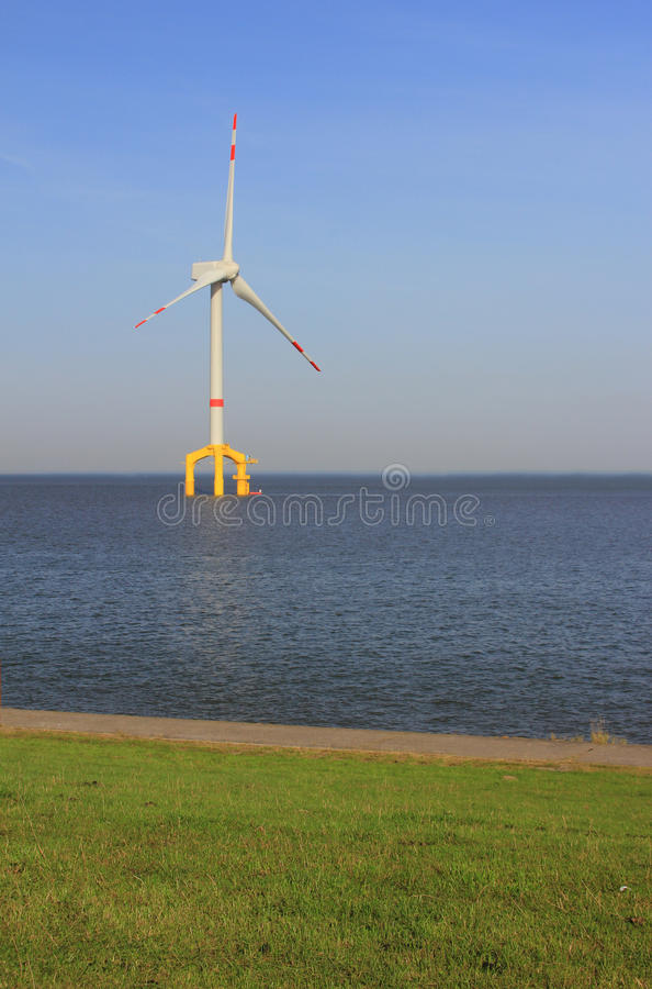 W Północnym Morzu siła wiatru na morzu roślina zdjęcia stock