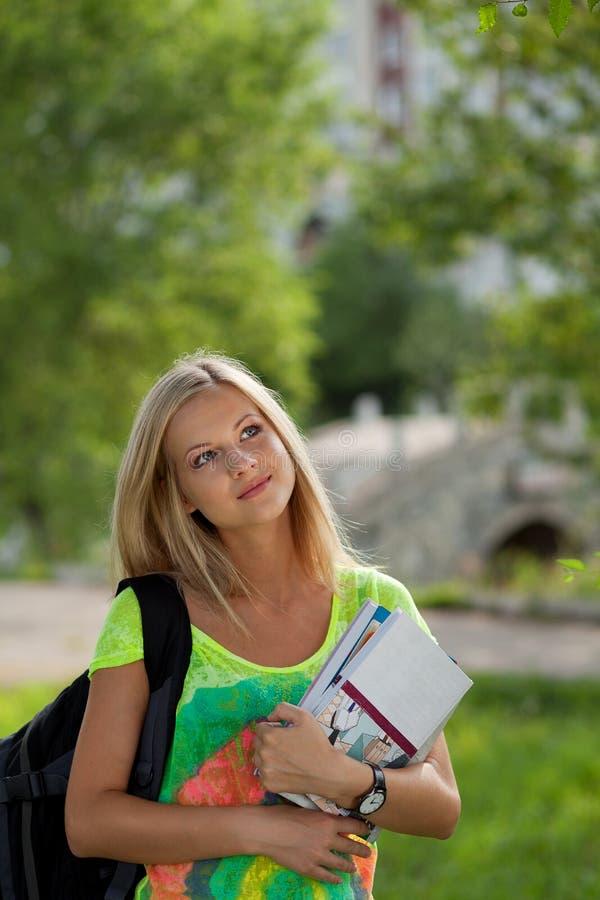 W parku Beautifull student collegu obrazy royalty free