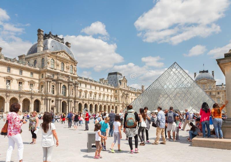W Paryż Louvre Muzeum Sztuki obraz stock