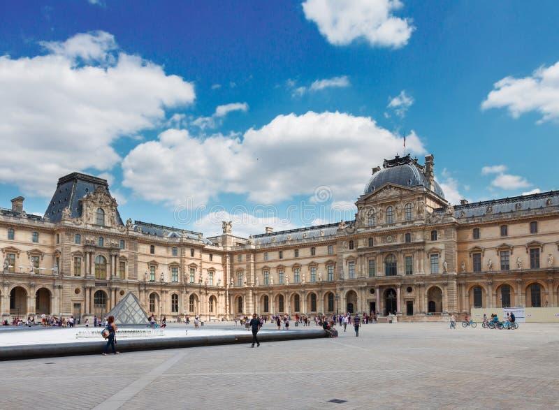 W Paryż Louvre Muzeum Sztuki zdjęcia royalty free