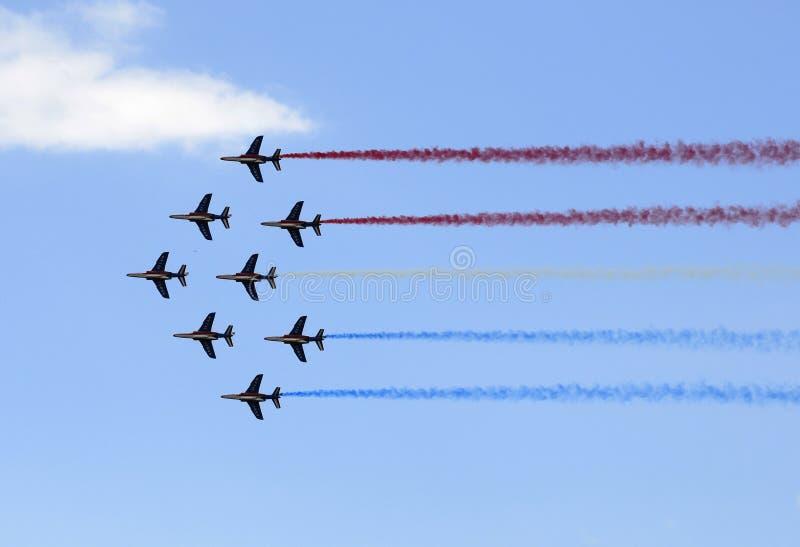 W Paryskim pokaz lotniczy lota występ zdjęcia royalty free