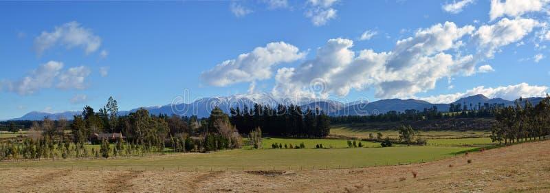 W połowie Canterbury Wiejski krajobraz w zimie od Windwhistle wojny M zdjęcia stock