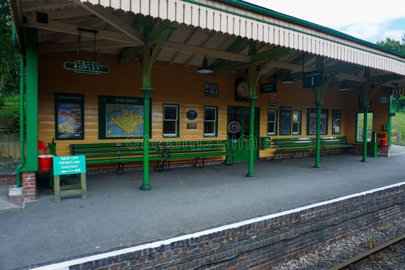 W połowie Hants kontrpary Ropley kolejowa stacja zdjęcia stock