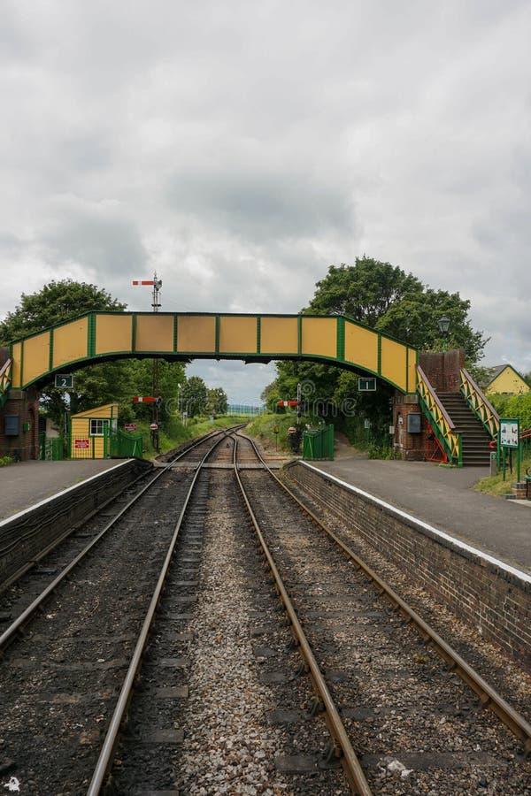 W połowie Hants kontrpary stacja kolejowa zdjęcia stock