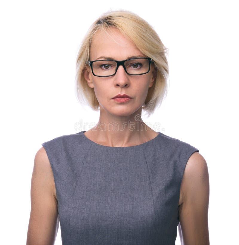 W połowie pełnoletnia biznesowa kobieta w szkłach obrazy stock